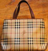 562px-Burberry_handbag