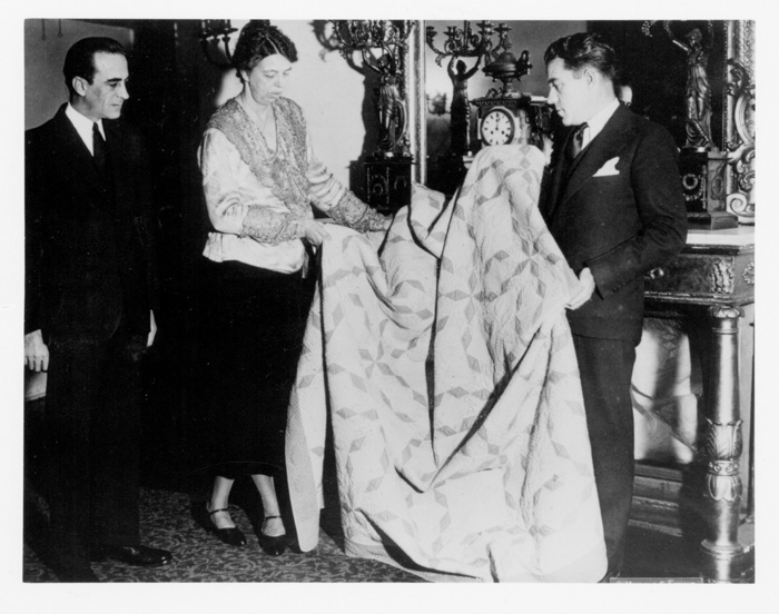 eleanor roosevelt receives grand prize quilt