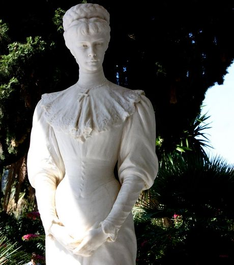 achilleion-statue-de-l-imperatrice-elisabeth-a-taille-reelle-credtis-photo-runintherain-flickr_760_w460