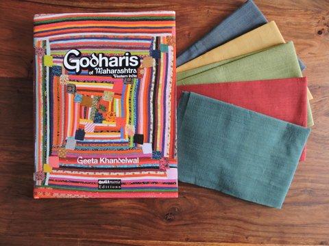 Livre bilingue Godharis, nous faisant voyager dans l'Inde centre-ouest.