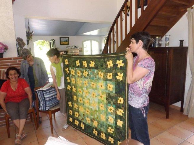 Quilt de Chantal, création d'après une technique de Bernadette Mayr. Au premier plan, Karine notre jeunette !