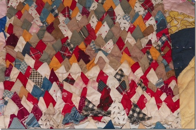 vintage pine cone quilt 023[2].jpg