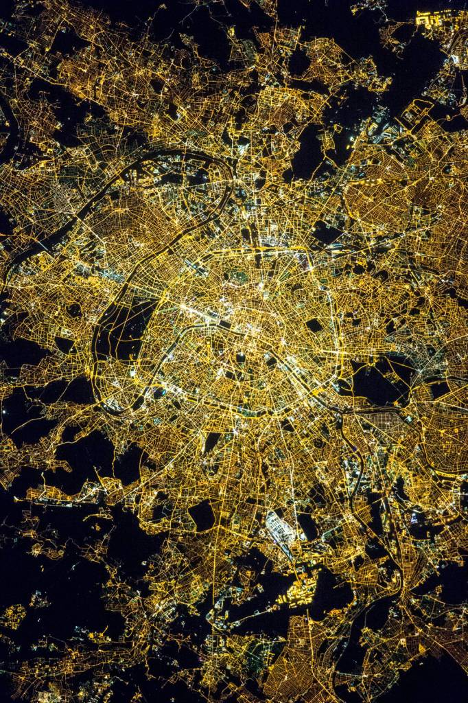 nasa_paris_lumiere_ciel_nuit.jpg