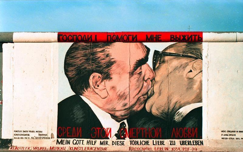 Bundesarchiv_B_145_Bild-F088809-0038,_Berlin,_East_Side_Gallery.jpg